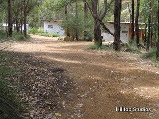 image hilltop-studios-margaret-river-chalet-22-jpg