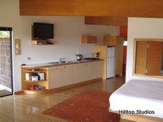 image hilltop-studios-margaret-river-chalet-9-jpg